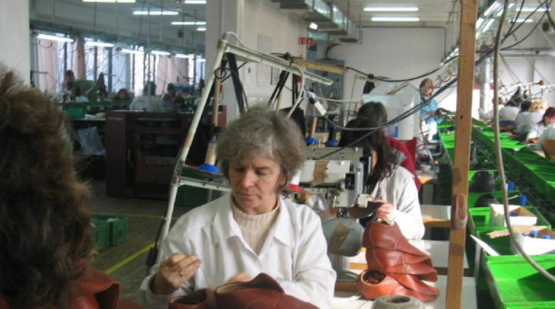 Шивашки от Дупница са си получили забавена заплата