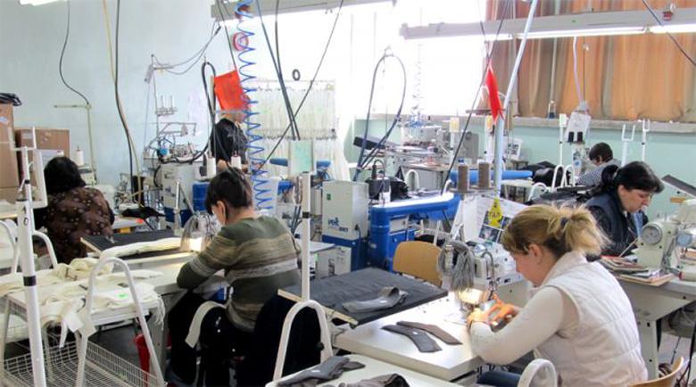 44 шивачки от цеха на Клаудио Мароки сами попълниха молбите си, обещаха им евентуално през юни заплати