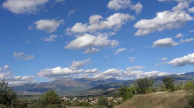 Слънчево, на места дъжд, a над върховете на Рила и Пирин ще превалява сняг