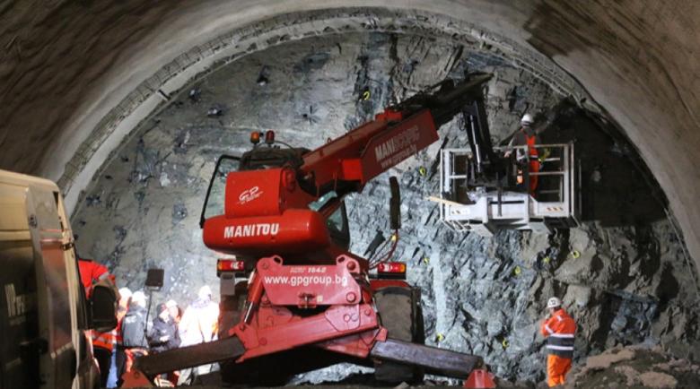 """Проверяват днес изграждането на тунел """"Железница"""""""