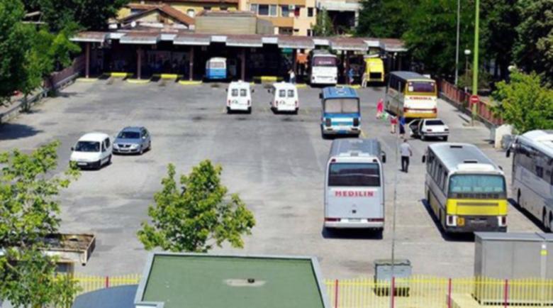 Претъпкан автобус вози от Благоевград до Сандански пътници, игла няма къде да пуснеш