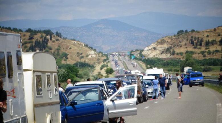 15 000 българи щурмуваха Гърция още в Ден първи след отваряне на границата
