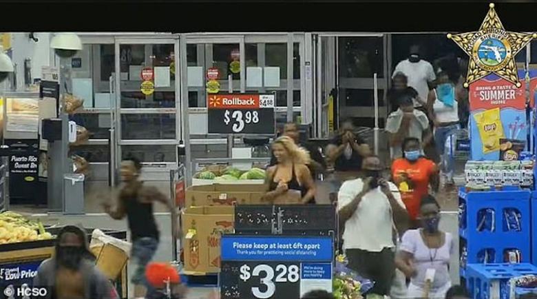 Стотици опустошиха и плячкосаха стока за над $100 000 от супермаркет във Флорида