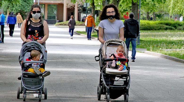 България – мащеха или грижовна държава за младата майка
