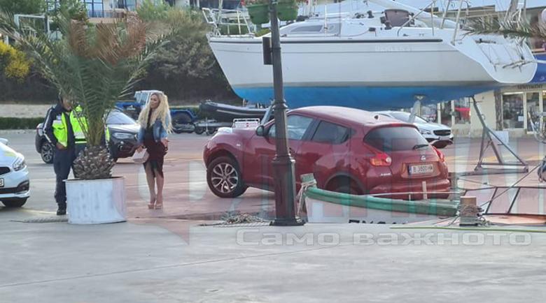 След щур купон: Плеймейтката Нора Недкова издумка джипа си в лодка