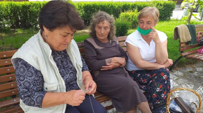 В Разлог отбелязаха Световния ден на плетенето на открито