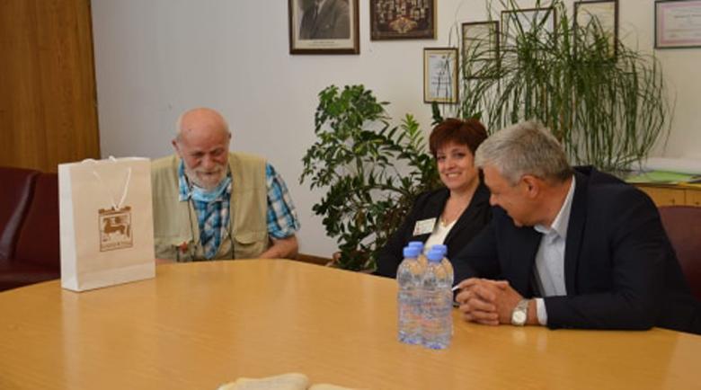 Добро дело! Кметът настанява в социално жилище бедния Станко Митов