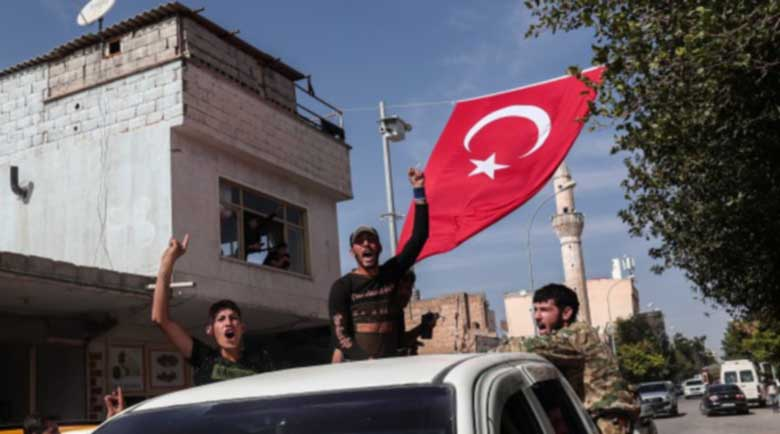 Двама загинали и 8 ранени след взрив на бомба в Турция