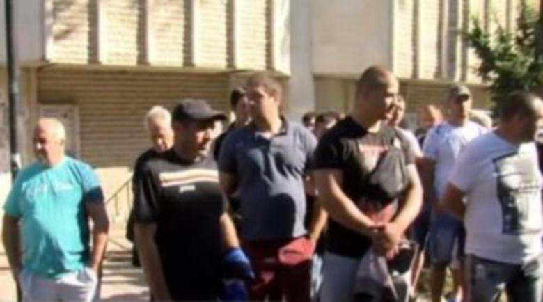 Шофьори на джипове подкрепиха колега, опитал да мине през полицай в Рила