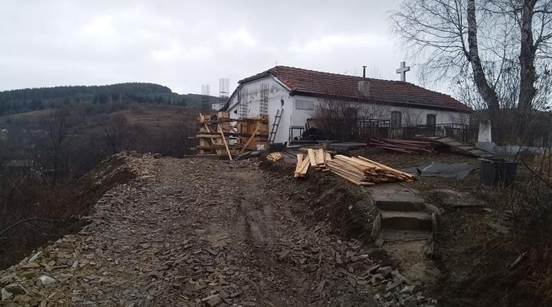 С дарения и доброволен труд вдигнаха камбанария на вековна църква в Сатовча