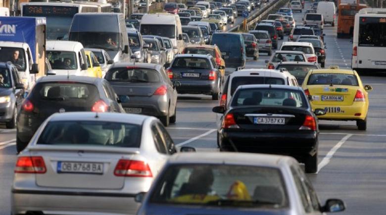 100 000 пътуват всеки ден в друг град на работа