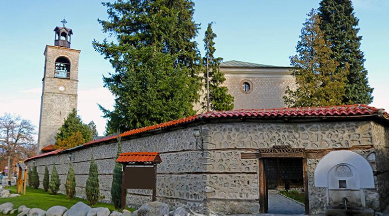 """Рисуват копие на чудотворна икона в Света гора за храма """"Света Троица"""" в Банско"""