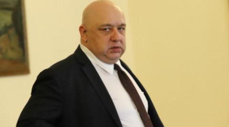 Министър Кралев оцеля след COVID-19, излезе от интензивното