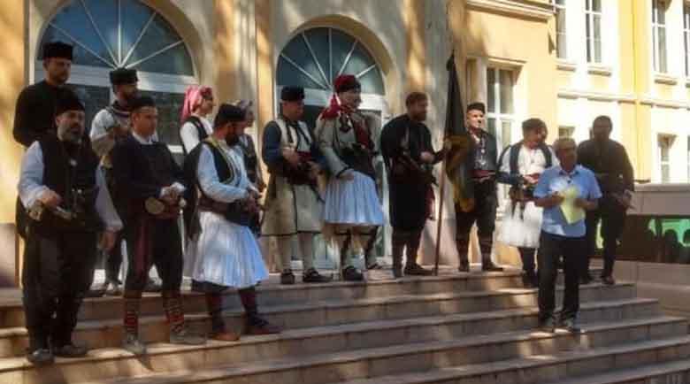 Дариха носията на Дядо Ильо на музея в Кюстендил
