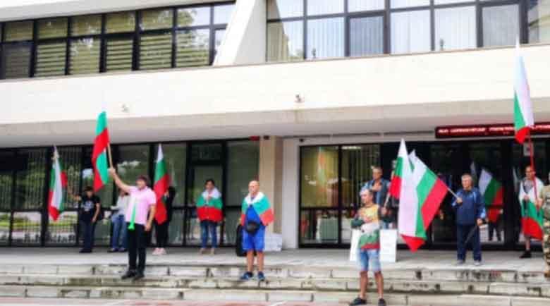 Протестиращите в Благоевград поискаха да бъдат чути и в деня на Съединението