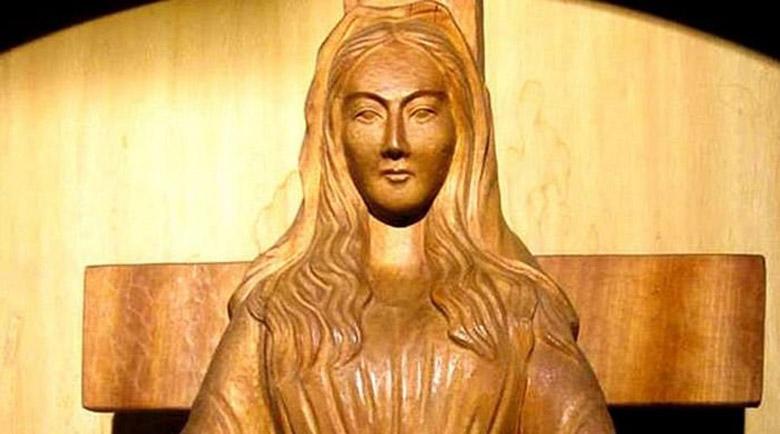 Японска дървена статуя на Богородица плаче и лекува
