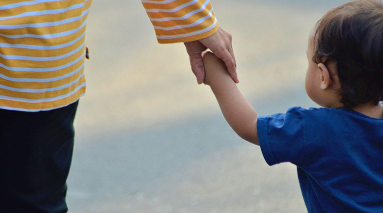 Двоен скок на заявленията за COVID помощ за деца до 14 г.