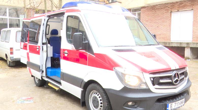 Болницата в Петрич с нова линейка, чакат доставка на модерна апаратура