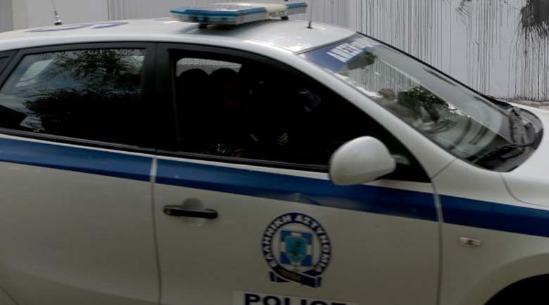 Мъж удуши жена си в Атина и инсценира обир