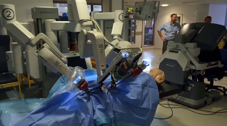Робот помага на лекари в Плевен при сложни операции, управлява се от друг град