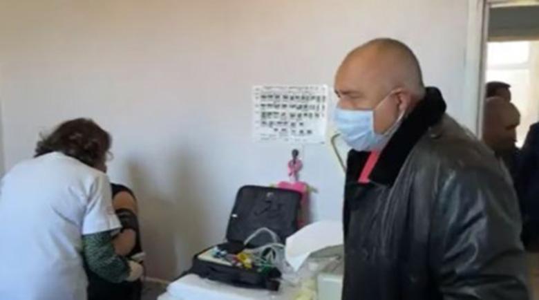 Премиерът от Петричко: Ако трябва и с БТР-ите ще разнасяте ваксини из страната