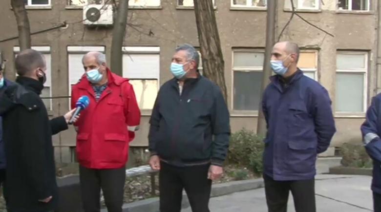 Уж на първа линия, а заплатите… Шофьори на линейки в Гоце Делчев протестират