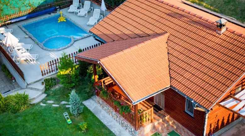 Бум на нови хотели, къщи за гости и басейни в Сапарева баня, гурбетчии инвестират