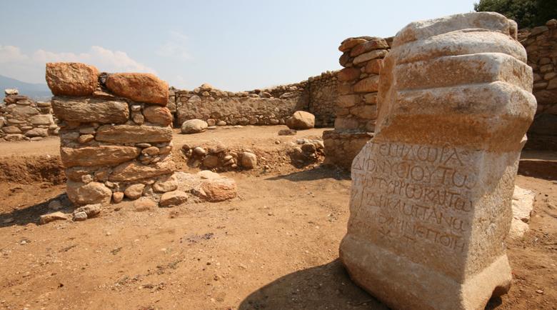 Скален феномен води чужди туристи в гърменско село