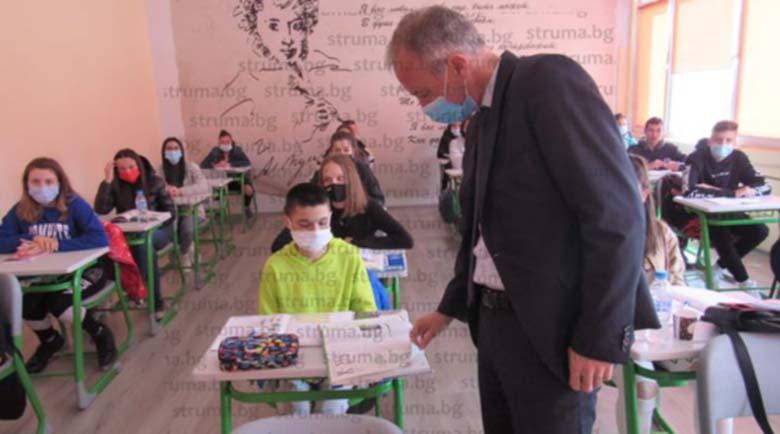 Министър Вълчев обиколи училищата в Гоце Делчев, Сатовча, Хаджидимово и Гърмен