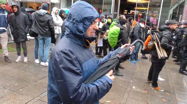 Берлин: Над 30 000 демонстранти, около 240 ареста, пострадали полицаи