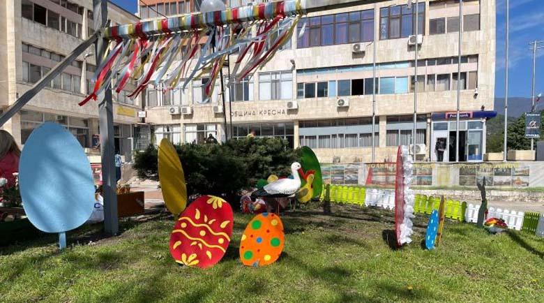 Деца сътвориха и подредиха чудна великденска украса в Кресна