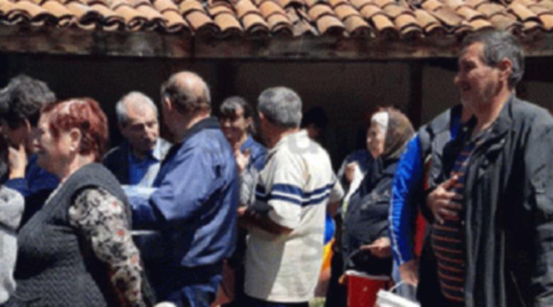 Миряни откупиха 300 порции от курбан за здраве на празника в Санданско