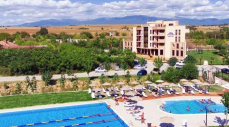 Бизнесмен от международен скандал вдига спа център с басейни в Марикостиново