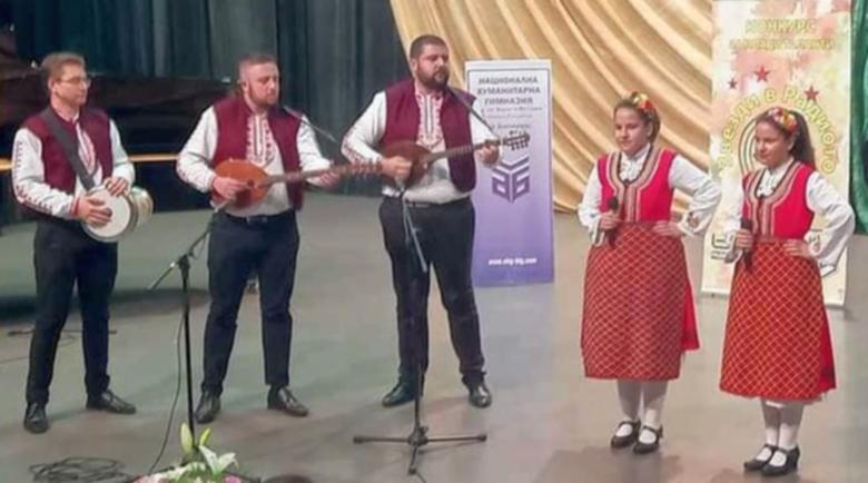 Близначки от Банско с ангелски гласове спечелиха конкурс
