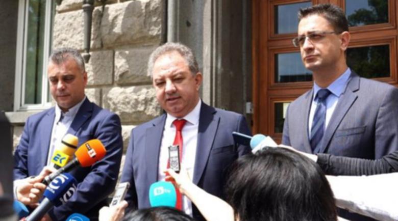 """""""Българските патриоти"""" на протест пред централата на ДПС за """"родината"""" на Карадайъ"""