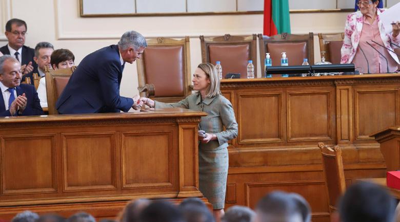 Новото мнозинство: 137 депутати избраха шефа на парламента