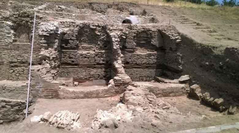 30 бронзови монети откриха археолози в Хераклея Синтика